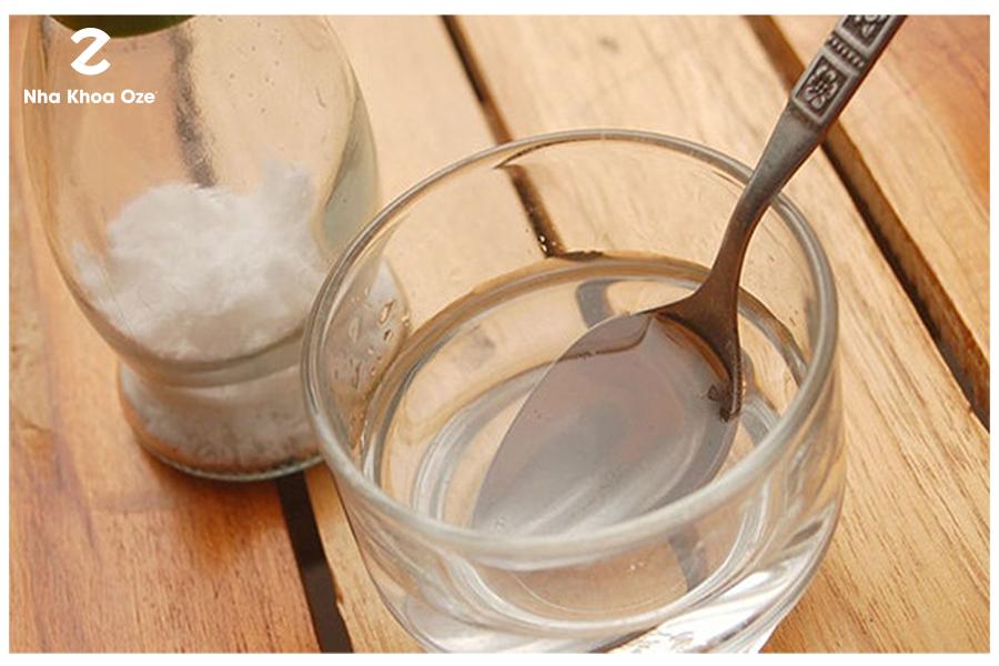 Nước muối giúp kháng khuẩn tự nhiên, săn chắc lợi