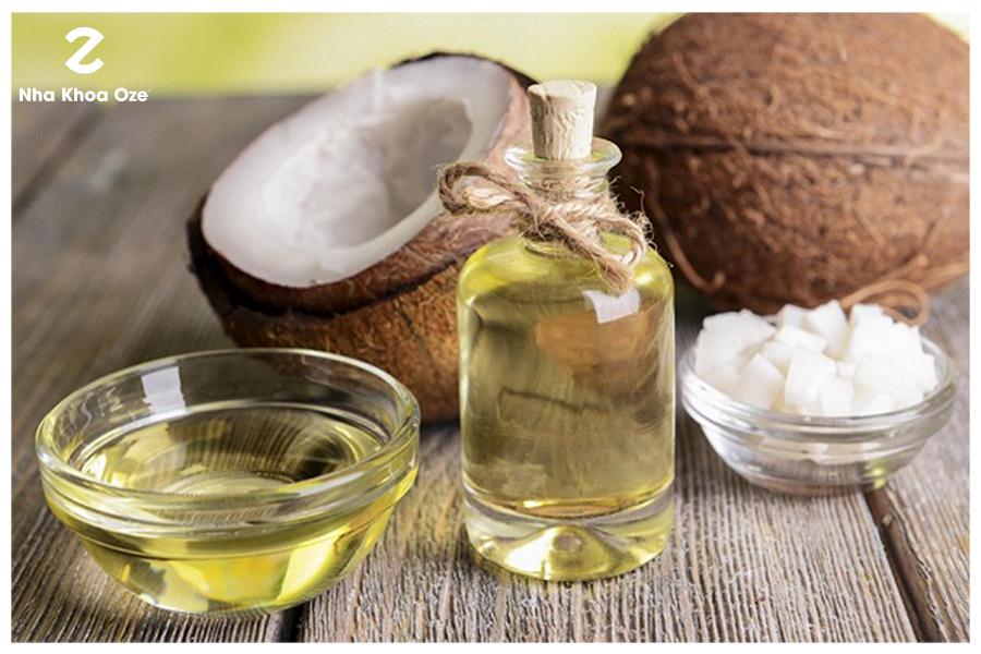 Dùng dầu dừa để làm sạch cao răng an toàn