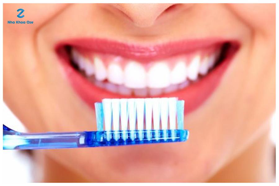 Đánh răng đúng cách giúp bạn tự tin hơn trong giao tiếp