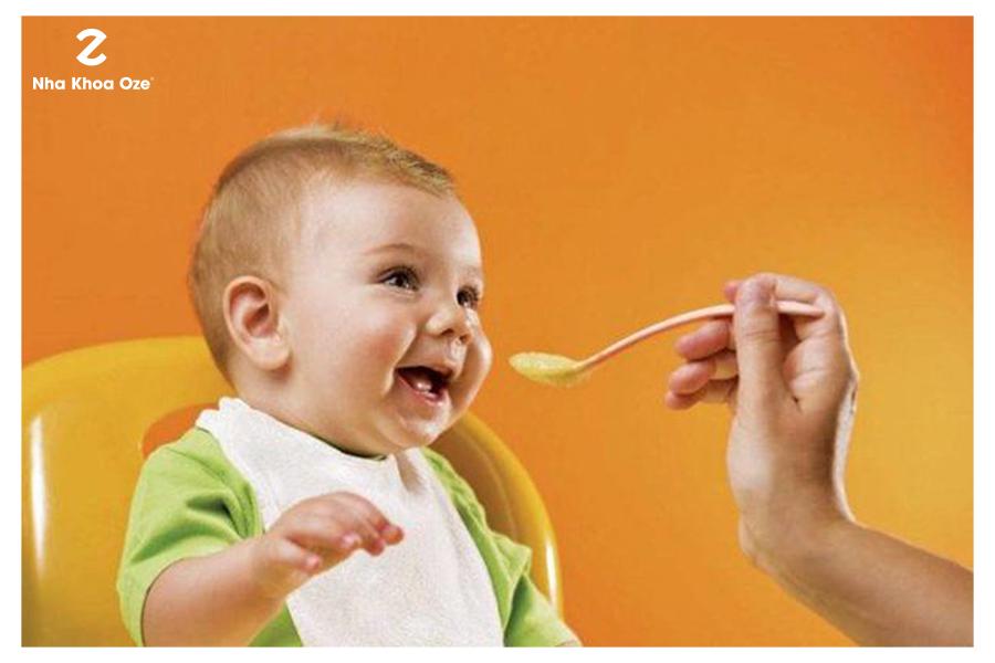 Cần chú ý đến khẩu phần ăn của bé trong giai đoạn mọc răng