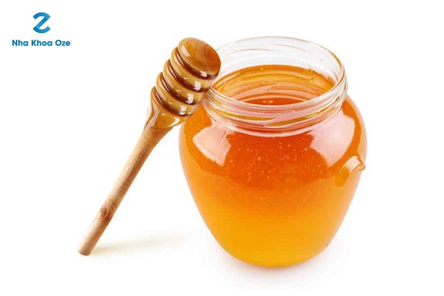 Điều trị viêm chân răng tại nhà bằng mật ong
