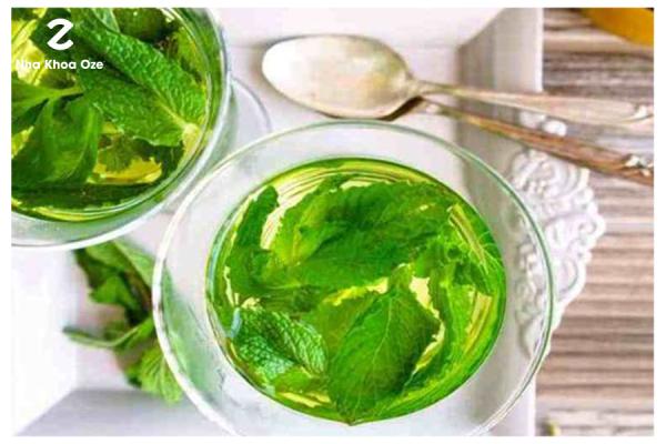 Ảnh minh họa bát trà bạc hà thơm ngon giúp ngừa hôi miệng, sát trùng và giảm đau răng