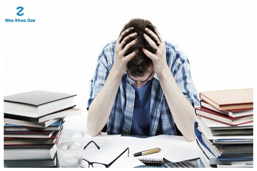 Căng thẳng cũng là những nguyên nhân chính gây ra nhiệt miệng