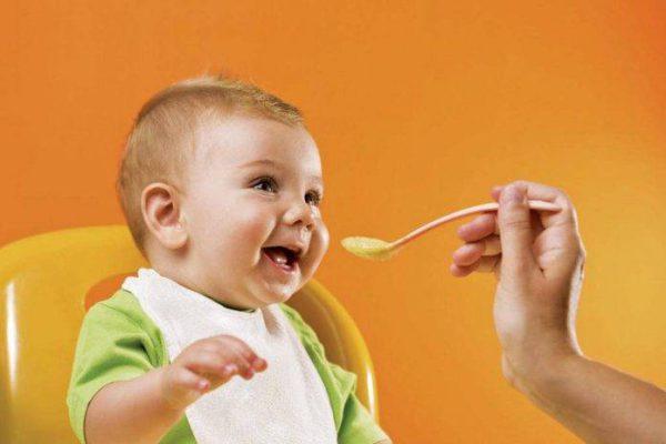 Ảnh minh họa bổ sung và để ý chế độ dinh dưỡng cho bé trong giai đoạn bé đang mọc răng