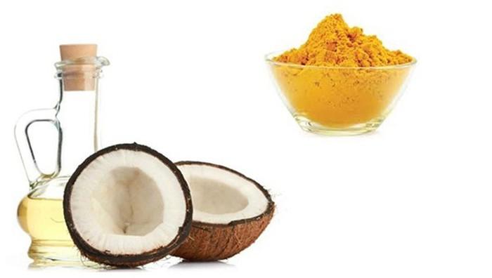 Ảnh minh họa cách làm thơm miệng bằng bột nghệ và dầu dừa