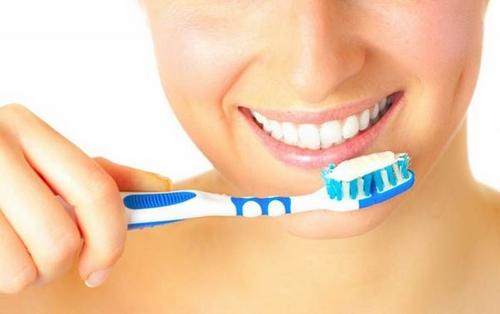 Cần phải vệ sinh răng miệng nhẹ nhàng sau trồng răng implant