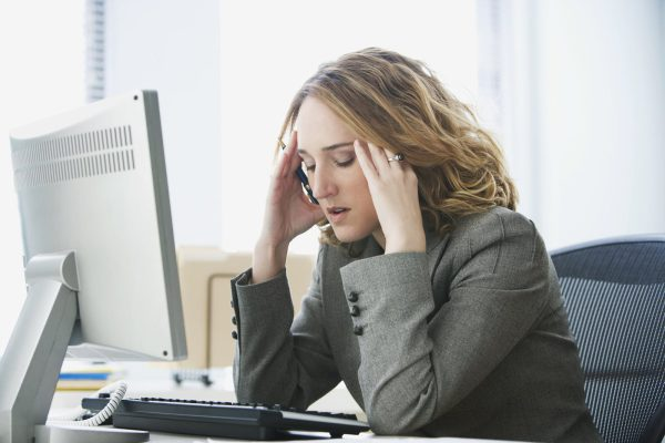 Mỗi ngày làm việc trở nên mệt mỏi vì tâm lý ngại giao tiếp