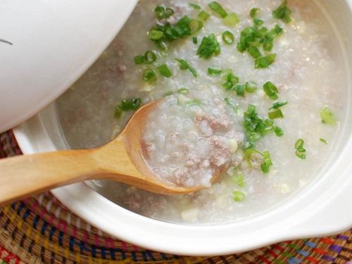 Nên ăn uống thức ăn mềm, dễ nuốt