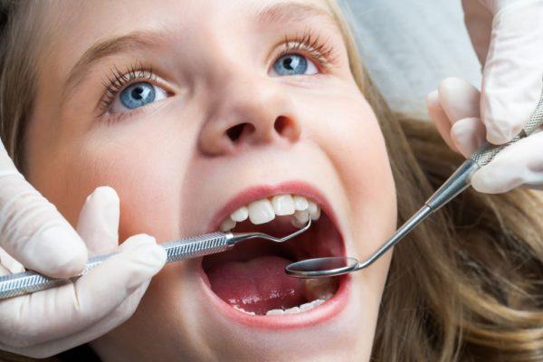 Vì được gây tê nên không gây đau khi mài cùi răng